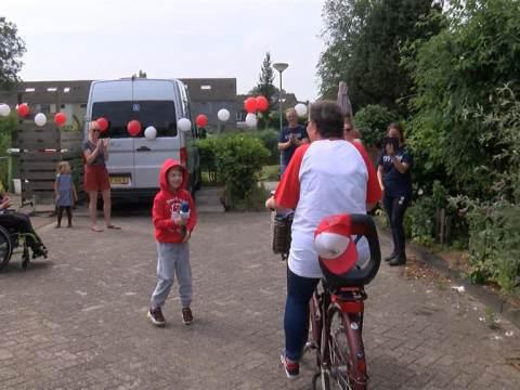 Mathilda van der Werf fietst 1100 euro bij elkaar tijdens Duchenne 40
