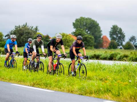 1100 fietsers doen mee aan eerste editie Ronde van de Stelling van Amsterdam