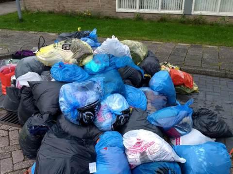 Waterland haalt 11.000 kg kleding op voor Mensen in Nood
