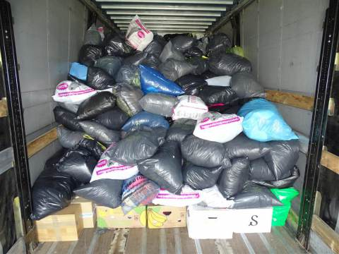 Saamhorigheid op Marken levert ruim vijf ton aan kleding op voor actie 'Mensen in Nood'