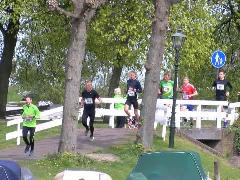 Ondanks slechtere weer toch veel deelnemers aan 3-Bruggenloop