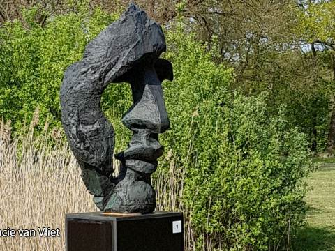 Koninklijke onderscheiding voor kunstenaar Eric Claus uit Broek in Waterland